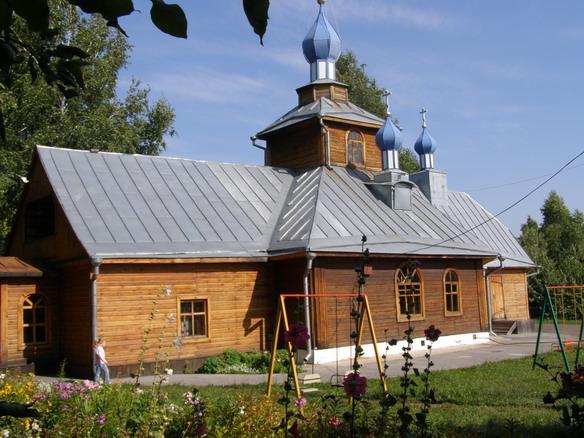 Церковь первоверховных апостолов Петра и Павла. Барнаул. Фото