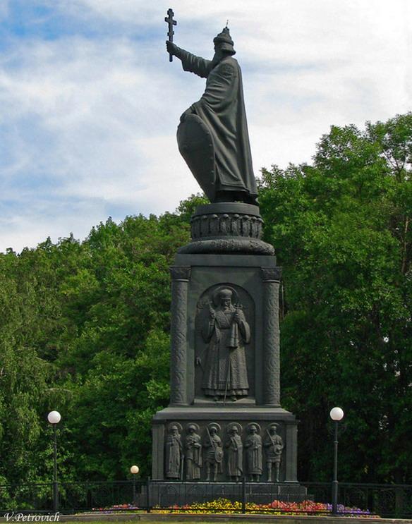 Памятник князю Владимиру. Белгород. Фото
