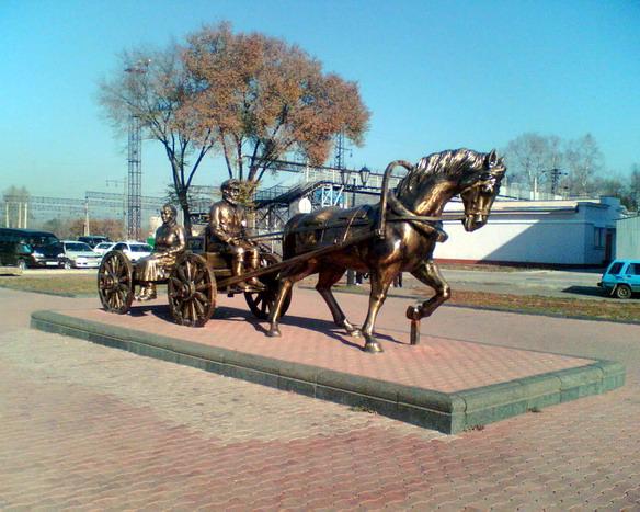 Памятник первым переселенцам. Биробиджан. Фото